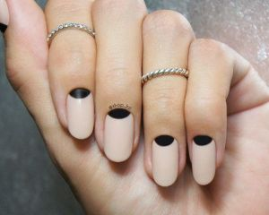 moon nail nude and black