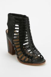 Urban Outfitters. http://www.urbanoutfitters.com/urban/catalog/productdetail.jsp?id=30380414&parentid=WOMENS_SHOES